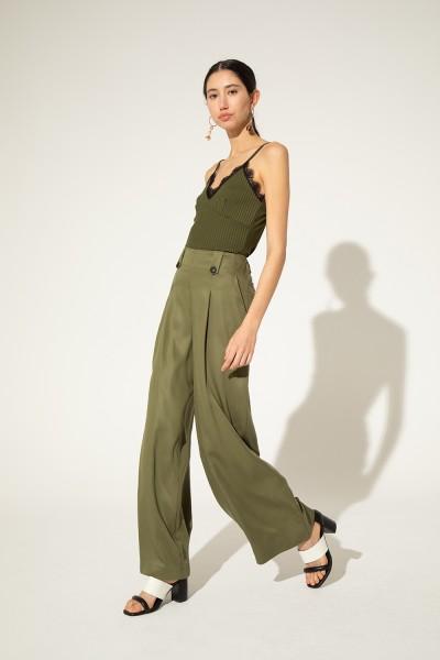 pantalon de vestir verde militar Clara Ibarguren verano 2021