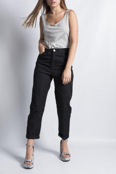 pantalon gabardina negro Clan Issime verano 2021