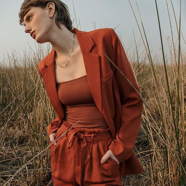 traje moderno para mujer Le Utthe primavera verano 2021