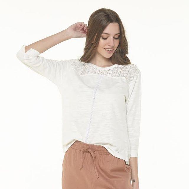 blusa casual con puntilla Julien verano 2021