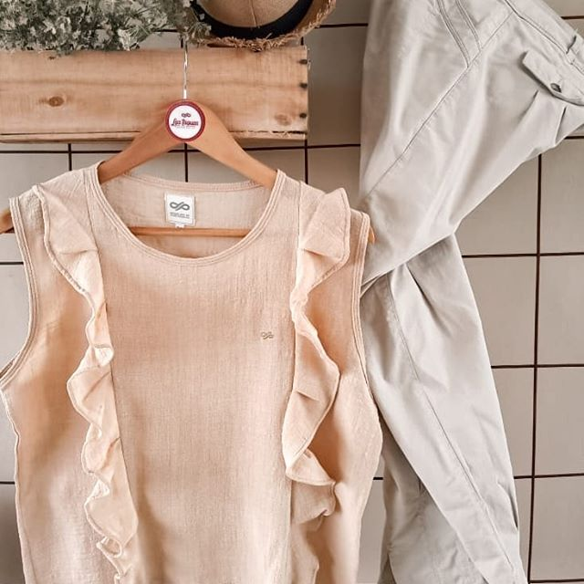 blusa con volado vertical Las taguas verano 2021