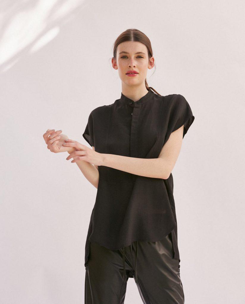 blusa negra Graciela Naum verano 2021