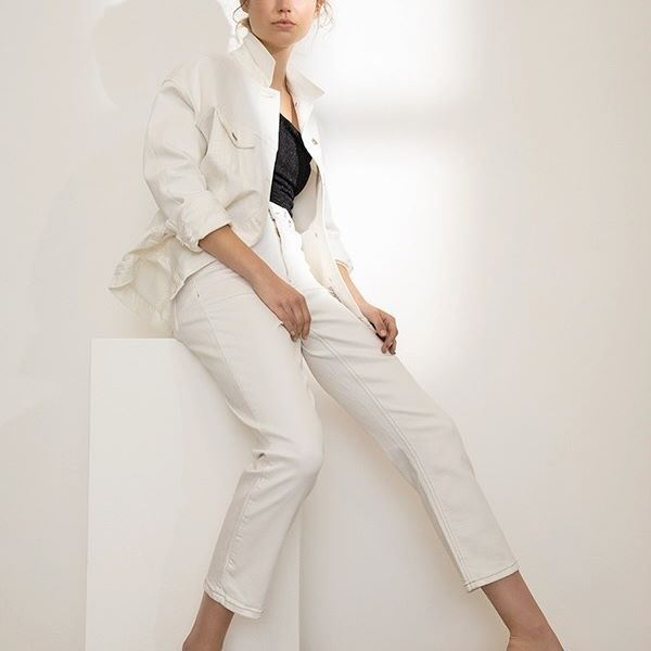 conjunto chaqueta y pantalon blanco UMA primavera verano 2021