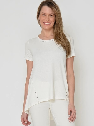 look total white con jeans Moravia Jeans verano 2021