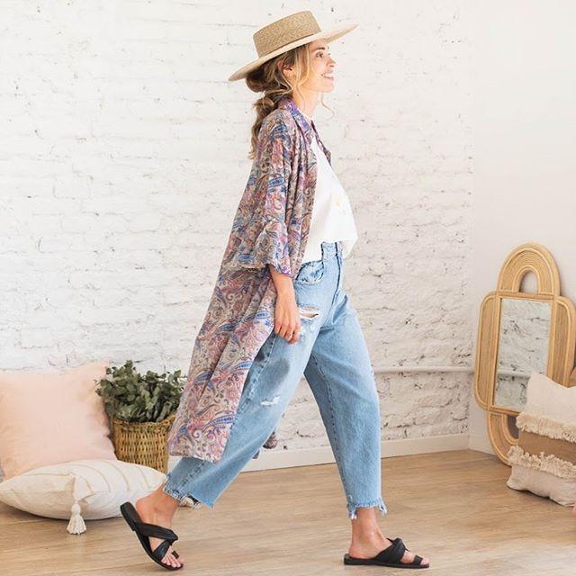 jeans mom y kimono estampado santa Bohemia verano 2021