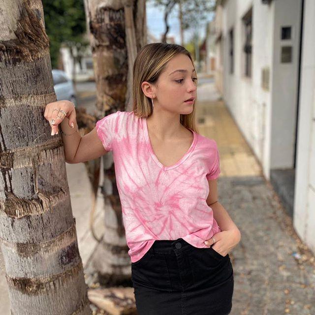 minifalda con remera batik vov jeans verano 2021