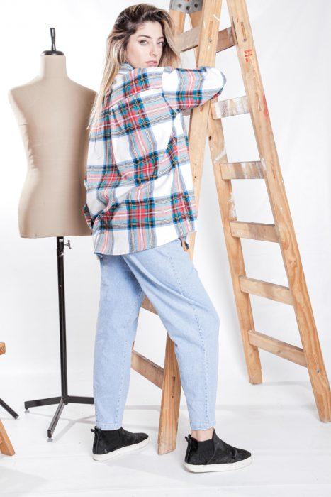 camisa a cuadros y jeans amplio invierno 2021 Love This