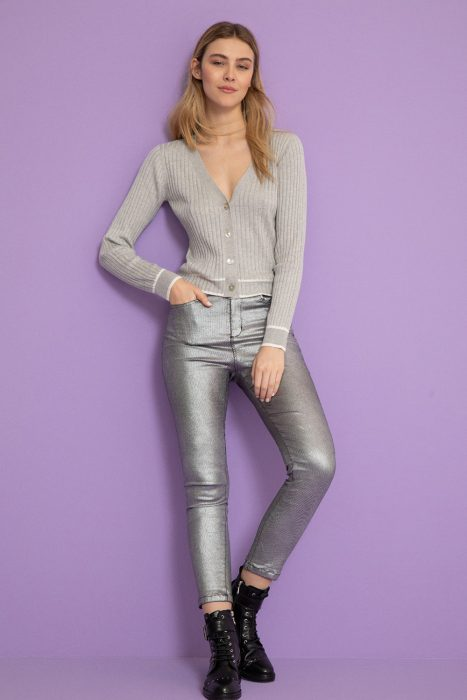 cardigan y pantalon metalizado mujer vitamina invierno 2021