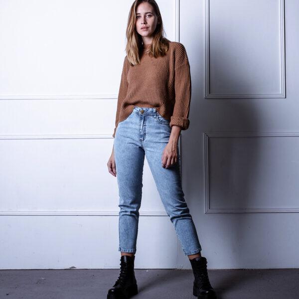jeans con ruedo desflecado ecoloe invierno 2021