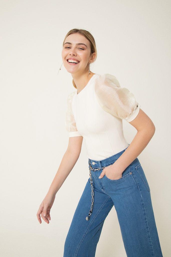 jeans y remera manga globo mujer vitamina invierno 2021