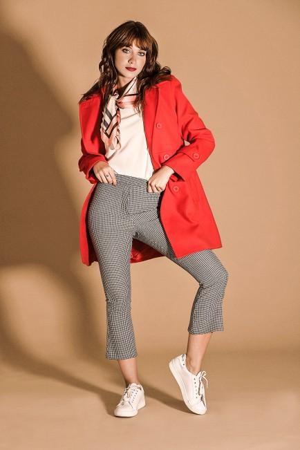 look casual con pantalones a cuadro Brandel invierno 2021