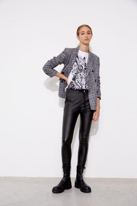 pantalon engomado con blazer a cuadros St Marie invierno 2021