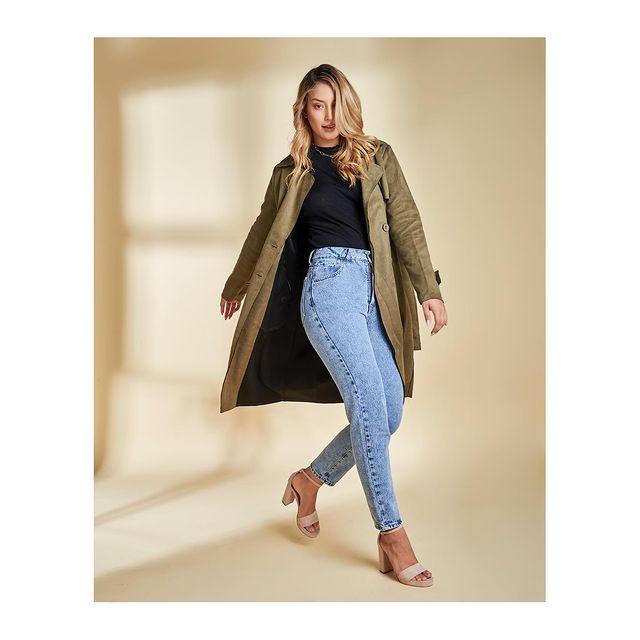 saco trench y chupin tiro alto vertu jeans invierno 2021