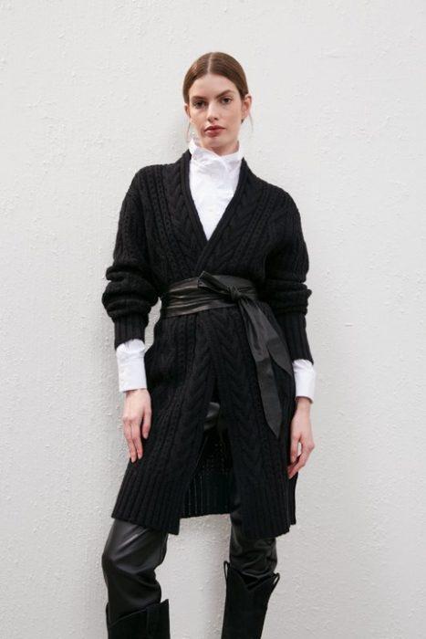 cardigan largo tejido negro Carmela Achaval invierno 2021