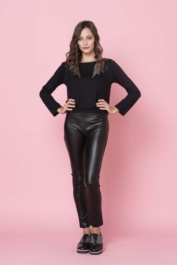 look para senoras con pantalon engomado invierno 2021 Adriana Costantini