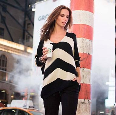 sweater a rayas Nuss Tejidos look casual mujer invierno 2021