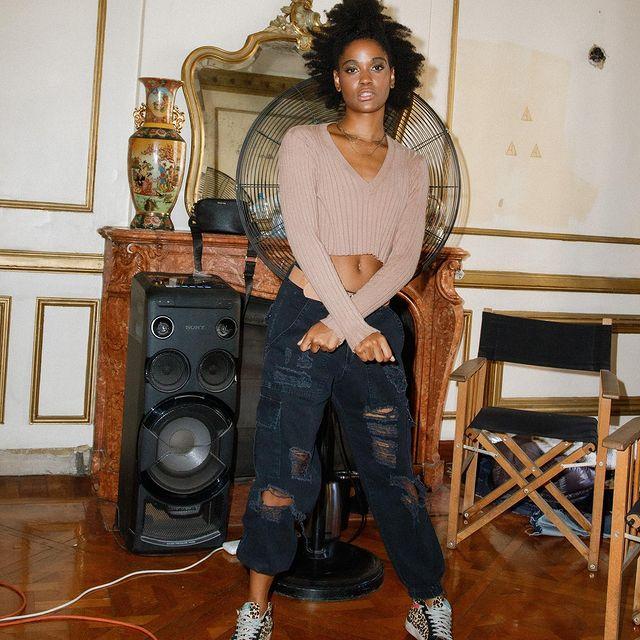 jeans negro mon Lovely denim invierno 2021