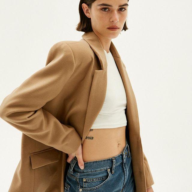 look con saco jeans y top Ay not dead juveniles para mujer invierno 2021