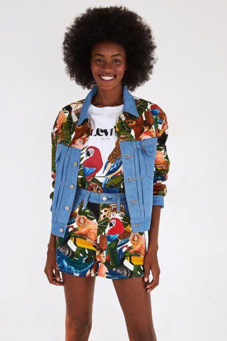 chaqueta y minifalda Levis mujer verano 2022