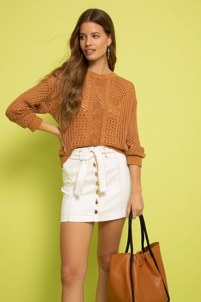 falda corta y sweater calado Vitamina verano 2022