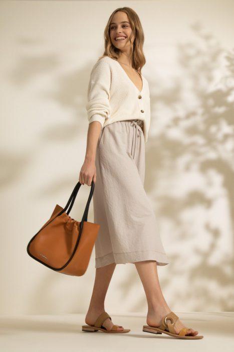 falda mide con cardigan Vitamina verano 2022