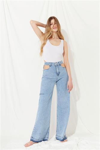 jeans ancho con recortes verano 2022 Koxis