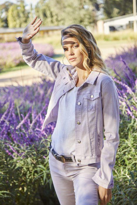 jeans y campera lila Utzzia verano 2022