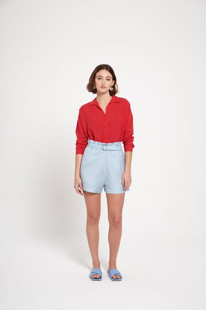 short jeans y camisa roja para senora verano 2022 Ted Bodin