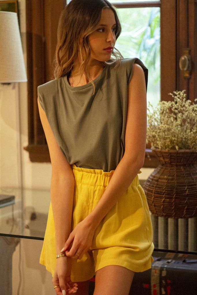 short lino amarillo verano 2022 Nucleo Moda