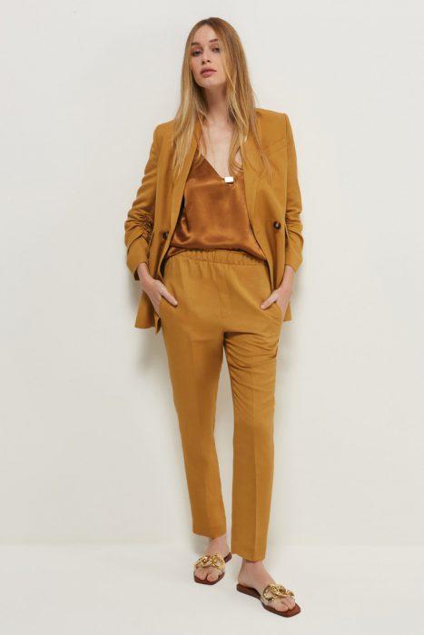 traje y blusa de seda verano 2022 Markova