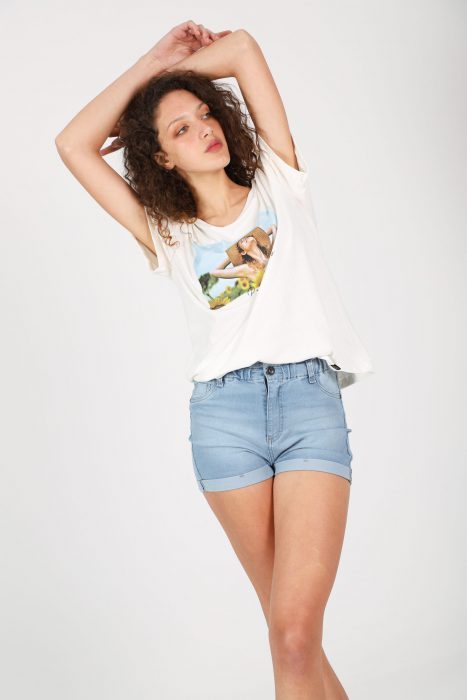 Short jeans y remera basica verano 2022 Gabucci