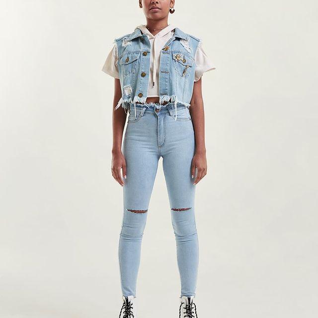 chale co y chupin con abertura rodilla Diosa luna jeans verano 2022