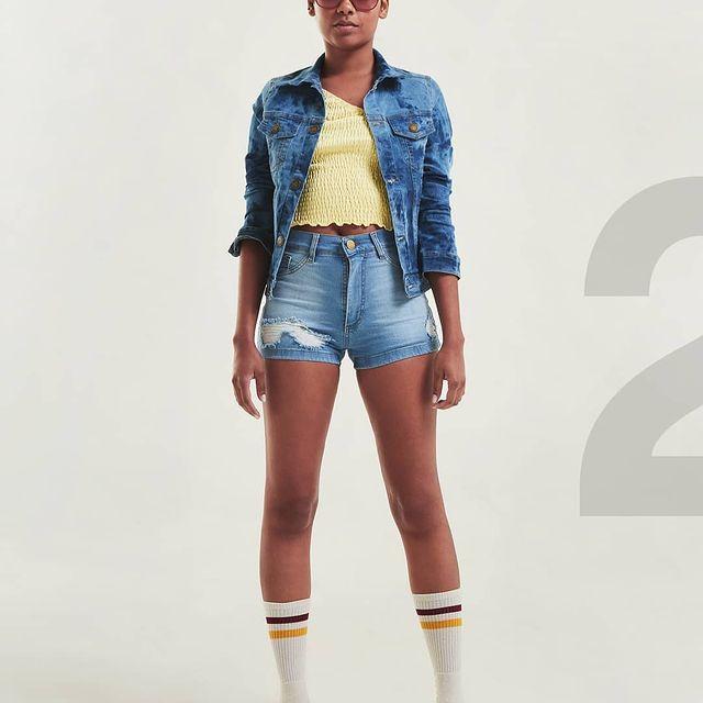chequeta jeans entallada Diosa luna jeans verano 2022