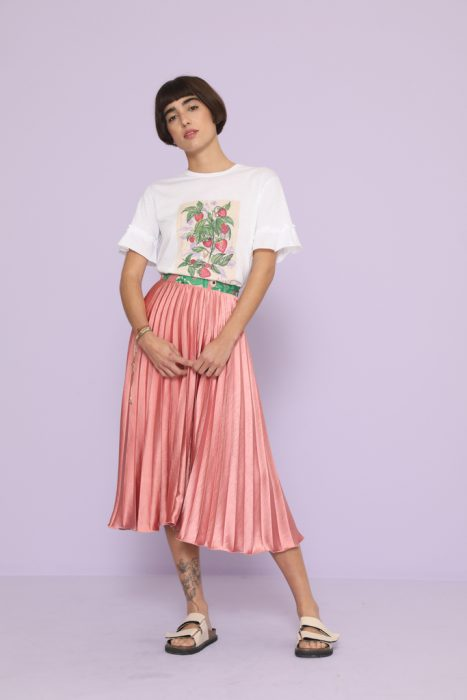 falda plisada con remera comun vero alfie verano 2021