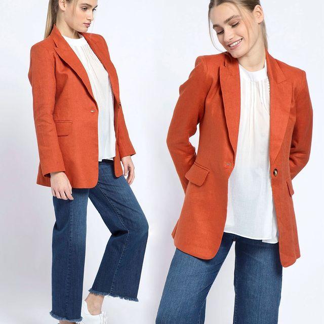 jeans defleccado con blazer verano 2022 de Awada