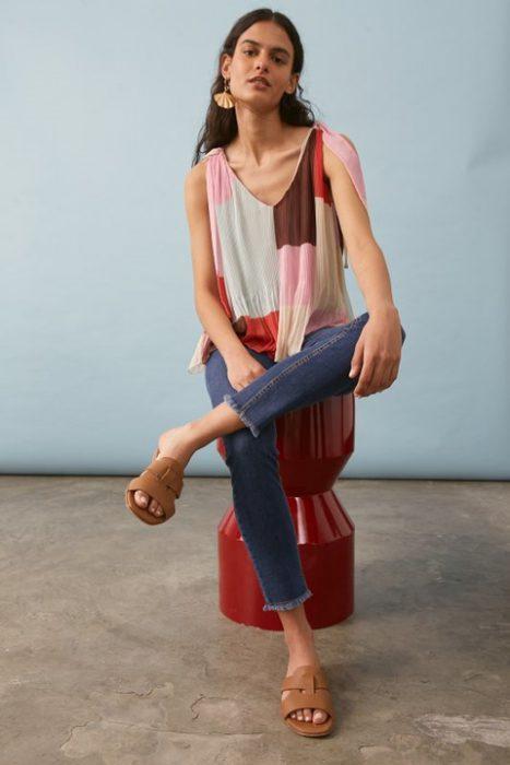 jeans y blusa estampada verano 2022 Carmela Achaval