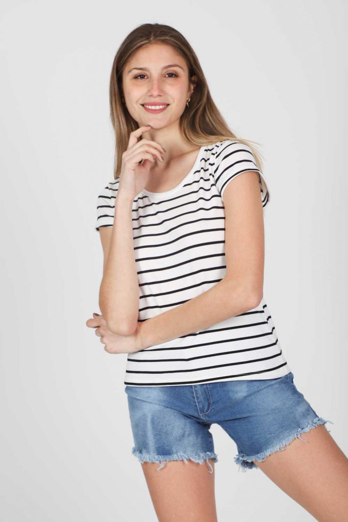 remera a rayas y short jeans verano 2022 Gabucci