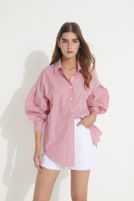 short blanco y camisa a rayas